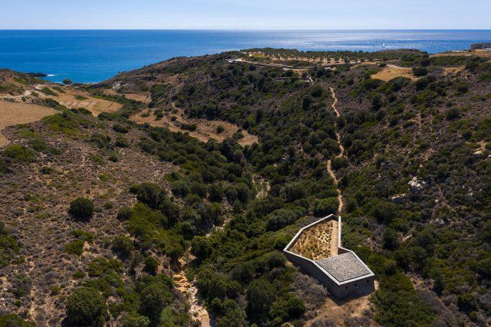 Isolation coral, DECA architects, Milos island